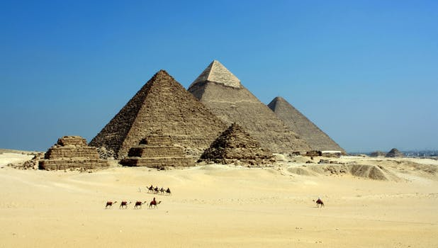 Top tips on how to visit the Giza pyramids in Cairo,Egypt
