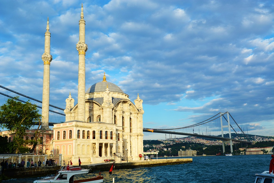 visiting the ortakoy-mosque is one of the free things to do in istanbul