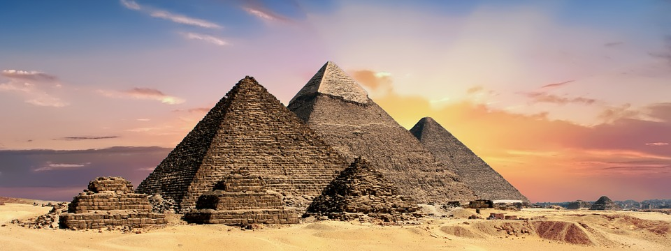 Visiting the giza pyramids is one of the thing to do if you have 2 days in cairo