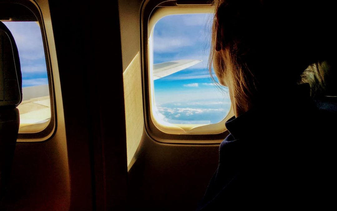 Here are the best tips on how to survive long flights. #flighttips