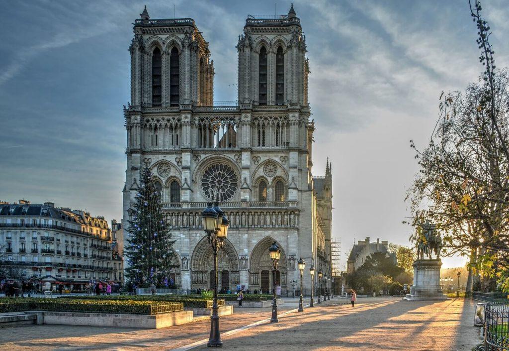 Notre-Dame de Paris Cathedral- PARIS POINTS ON INTEREST