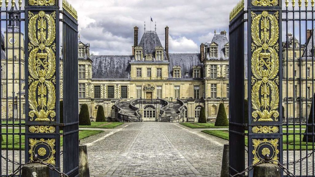 castle of fontainebleau is one of the famous french chateau