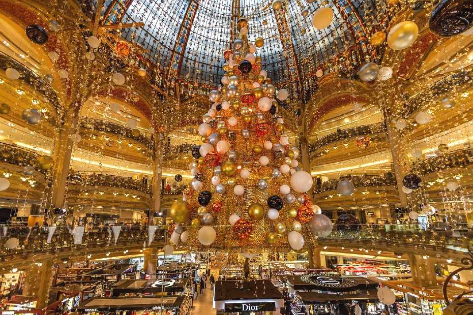 christmas lights in paris
