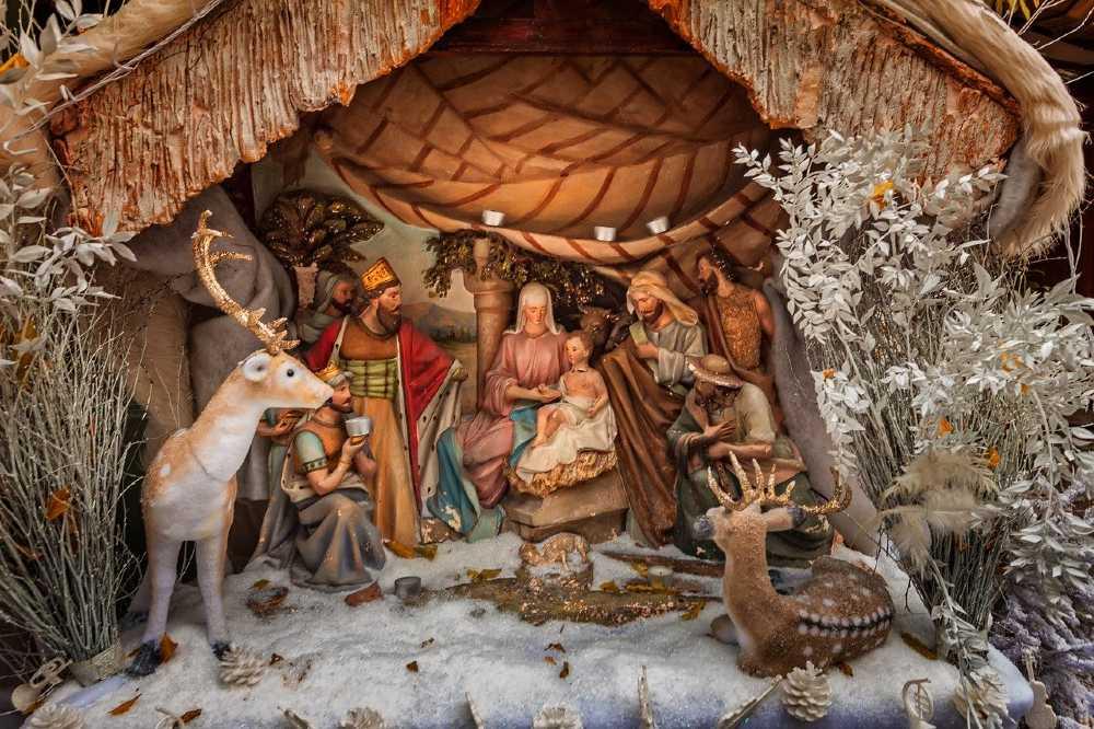 paris nativity scenes during xmas (1)