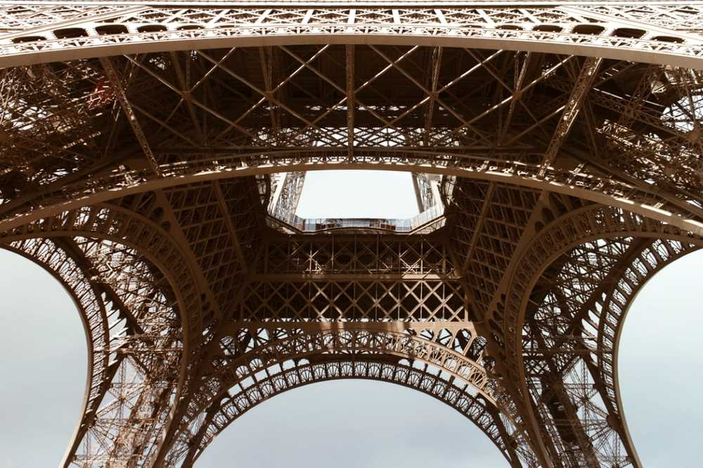 eiffel tower travel tips