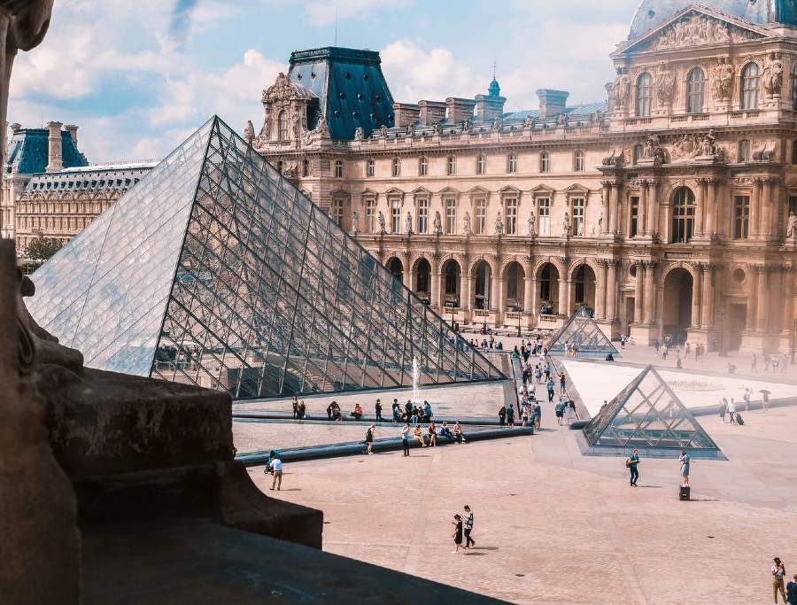 important landmarks in france- louvre museum